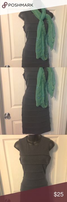 Calvin Klein size 8 dress 👗gray Calvin Klein size 8 gray dress. Two small faded stains on the front left of the dress. Barely noticeable. Zipper sticks a bit around every seam of the pleats. It's always been like that I figured it was just the way it was made. Calvin Klein Dresses Midi