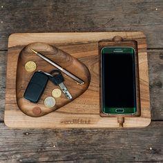 """Деревянная подставка для телефона EcoWalNut """"Плей"""""""