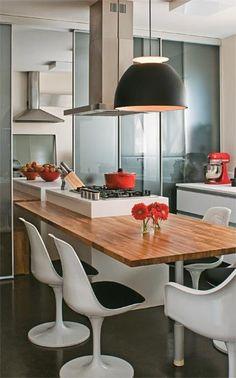 Cozinha - mesa embutida na ilha