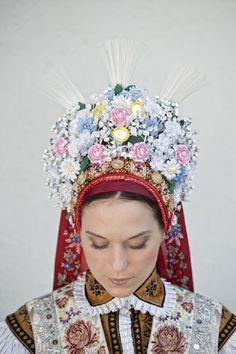 Heritage of Czechia - folk costume from Velké Bílovice Traditional Wedding, Traditional Dresses, Folklore, Costumes Around The World, Folk Costume, Ethnic Fashion, Headdress, Czech Republic, Party