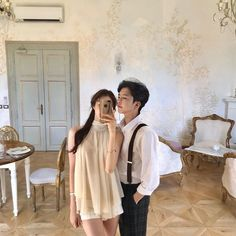Image may contain: one or more people, people standing and indoor Couple Aesthetic, Korean Aesthetic, Aesthetic Clothes, Ulzzang Korea, Korean Ulzzang, Matching Couple Outfits, Matching Couples, Luxury Couple, Chica Cool
