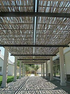 How To Make Wattle Fencing: An Inexpensive Option For Fencing 7 - Privacy Fences & Garden Gates - 1001 Gardens Deck With Pergola, Wooden Pergola, Pergola Shade, Patio Roof, Pergola Plans, Pergola Kits, Pergola Ideas, Cheap Pergola, Fence Ideas