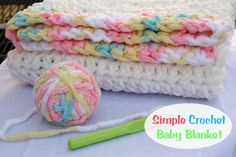 How to make a Simple Crochet Baby Blanket by Mommy s Kitchen For this project I used a beginner friendly baby blanket pattern half double crochet and Crochet Stitches For Beginners, Crochet Baby Blanket Beginner, Embroidery For Beginners, Crochet Baby Hats, Knitting For Beginners, Crochet Blanket Patterns, Baby Patterns, Baby Knitting, Free Crochet