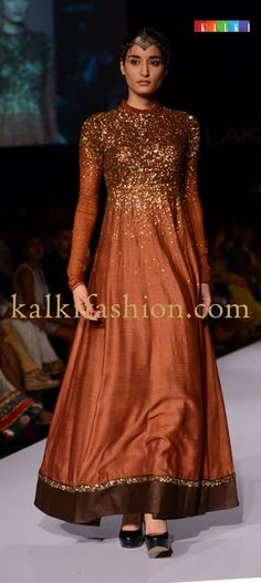 Ritika by Vivek Kumar creating a beautiful collection called Kirtimukha at Lakmé Fashion Week Winter Festive 2013 Indian Attire, Indian Ethnic Wear, Pakistani Outfits, Indian Outfits, Ethnic Fashion, Asian Fashion, Tela Hindu, Desi Clothes, Lakme Fashion Week