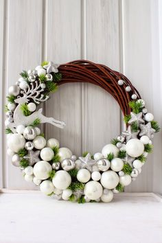 Czyli co mi w duszy gra. Christmas Projects, Christmas Crafts, Christmas Ornaments, Christmas Door, Winter Christmas, Deco Floral, Diy Wreath, White Wreath, Tulle Wreath