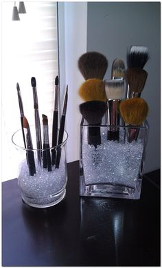 20 Ideen, um Ihr Make-up zu organisieren - 20 idées pour organiser son maquillage Dekorative Gegenstände - Diy Makeup Brush, Makeup Brush Holders, Makeup Brush Storage, Makeup Brush Organizer, Plastic Makeup Storage, Sala Glam, Rangement Makeup, Make Up Storage, Storage Ideas