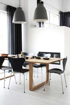 Dining Room ǁ Fritz Hansen products: Series 7 chair by Arne Jacobsen and Essay™ table by Cecilie Manz Scandinavian Chairs, Scandinavian Interior, Room Chairs, Dining Chairs, Chair Design, Furniture Design, Ant Chair, Adirondack Chairs For Sale, Dining Room Design