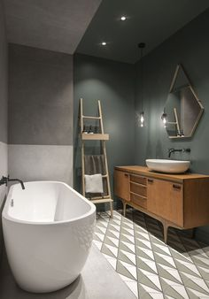 dunkle wandfarbe badezimmer freistehende badewanne leiter Each area involving our residence is important and Wood Bathroom, Bathroom Flooring, Modern Bathroom, Bathroom Ideas, Bathroom Cabinets, Bathroom Designs, Bathroom Taps, Bathroom Pink, Sink Faucets