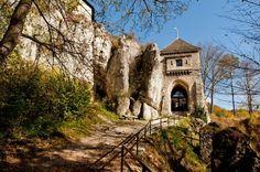 Zamek w Ojcowie. Brama wjazdowa od wschodu
