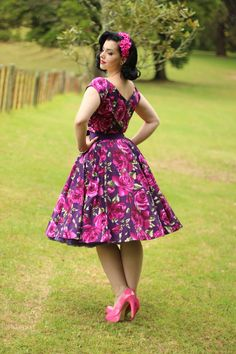 The Pretty Dress Company is a UK company that I came to know of about a year ago. I recently featured a gorgeous custom gown they created for me and today I bring to your their classic styles, The Hourglass Swing Dress! I was lucky enough to receive … Pin Up Vintage, Vintage Chic, Vintage Mode, Vintage Looks, 50s Dresses, Pretty Dresses, Vintage Dresses, Beautiful Dresses, Vintage Outfits