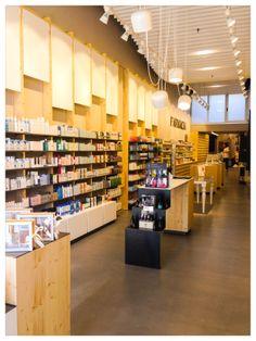 Farmacia neutral display in store