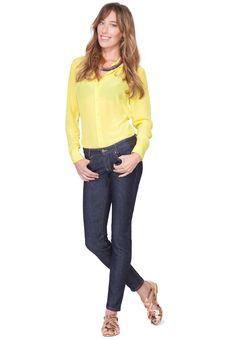 Der dunkelblaue Denim ist der Klassiker unter den Jeans und ein Muss in jedem Kleiderschrank. Wir beziehen diesen hochwertigen Denim von unserem Partner aus Norditalien, einem traditionsreichen Hersteller von Jeansstoffen. Diese wandelbare Jeans passt in den geschäftlichen Alltag im Büro genau so gut wie an ein Rockkonzert, Du kannst dieses perfekte Basic-Kleidungsstück nach Lust und Laune stylen. Diese Jeans wird für Dich individuell maßgeschneidert – wir garantieren Dir optimale Passform. Shorts, Partner, Blue Jeans, Blues, Paris, Sweaters, Fashion, Northern Italy, Armoire