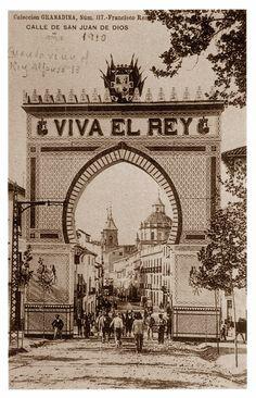 Arco colocado en la calle San Juan de Dios, con motivo de una visita de Alfonso XIII a Granada en 1910.