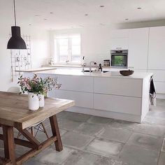 Just love the kitchen + dining of @simoneoe - white on white kitchen, concrete floors and that table                                                                                                                                                      More