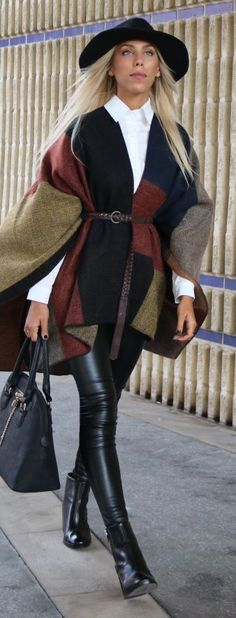 Multi Woolen Long Line Poncho.interesting look. How To Wear Poncho, Fall Winter Outfits, Autumn Winter Fashion, Stylish Outfits, Cute Outfits, Poncho Outfit, Look Fashion, Womens Fashion, Fashion Fall