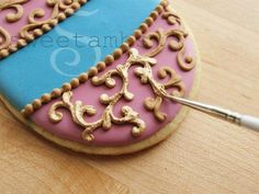 How to make gold icing.