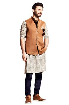 Now you may have thought that traditional wear includes only Kurta and pyjamas but here are Nehru jackets outfit guide for men to style this festive season. Indian Wedding Suits Men, Mens Indian Wear, Mens Ethnic Wear, Indian Groom Wear, Indian Wedding Outfits, Wedding Men, Indian Outfits, Ethnic Outfits, Indian Clothes