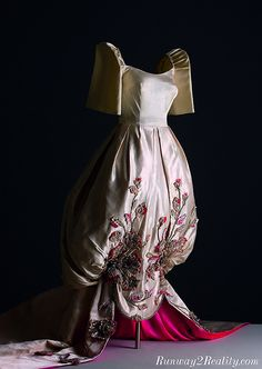 Fashion is compelling. It is a mirror of time and culture. In the Philippines, fashion history reflects a heritage of artistry and sophistic. Traditional Fashion, Traditional Dresses, Modern Filipiniana Gown, Pretty Dresses, Beautiful Dresses, Filipino Fashion, Philippines Fashion, Oriental Fashion, All About Fashion