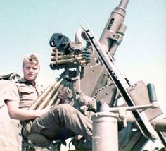 SADF soldier tries the Angolan anti-aircraft gun. World Conflicts, Army Day, Military History, Military Art, Defence Force, Tactical Survival, My Land, African History, Special Forces