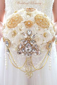 Golden jeweled ivory pearl cascading brooch bouquet for wedding. Made of high quality brooches and handmade roses of ivory color, also can be made of silver brooches and white roses or any different color you need, to match the style of your wedding.  It can be made in different sizes (bottom diameter) You can select the size you need when place the order. Producing time is 2-3 weeks, for rush orders at first please contact me.  This stunning bouquet can be completed with oher neccessry…