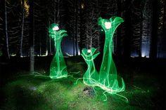 «Это надо видеть»: удивительные световые граффити Ханну Хутамо http://joinfo.ua/curious/1193941_Eto-videt-udivitelnie-svetovie-graffiti-Hannu.html  Удивительные светящиеся цветы, словно вырвавшиеся из параллельной реальности. Это не фотошоп, а световые граффити финского художника и фотографа Ханну Хутамо.«Это надо видеть»: удивительные световые граффити Ханну Хутамо, узнайте подробнее...