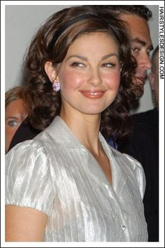 Ashley Judd hairstyles