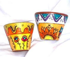 By Santa: MACETAS PINTADAS A MANO Painted Clay Pots, Painted Flower Pots, Flower Pot Crafts, Clay Pot Crafts, Ceramic Pots, Terracotta Pots, Pebble Painting, Pottery Painting, Coconut Shell Crafts