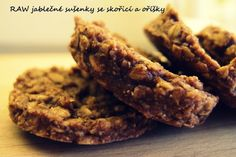 Raw jablecne susenky s orechy Cookies, Food, Biscuits, Meal, Essen, Hoods, Cookie Recipes, Cookie, Meals