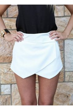 Zara Inspired White Skorts with angular wrap front design Asymmetric layered front hemline twin hip pockets featured Foldover waistband Invisible zip closure at back Model wears size 8 Model height: 165cm without heels Length of size 8 (shoulder to hem) shorts: 32cm Looks perfect worn with a plain white top and fine gold accessories!