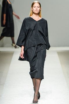 Max Mara Spring 2014 Ready-to-Wear Collection Slideshow on Style.com