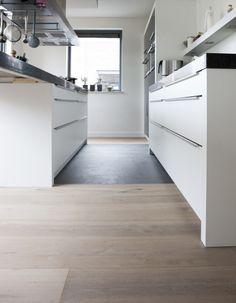 Home - Bebo Vloeren Kitchen Interior, Kitchen Inspirations, House, Apartment Design, Home, Living Room Flooring, House Interior, Home Kitchens, Flooring