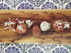 Raw mint and spirilina coconut balls