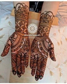 Absolutely beautiful ❤️ @bharathi_sanghani_mehndi . . . .… Mehndi Desing, Indian Mehndi Designs, Stylish Mehndi Designs, Wedding Mehndi Designs, Mehndi Design Pictures, Beautiful Mehndi Design, Mehndi Images, Mehndi Art, Henna Mehndi