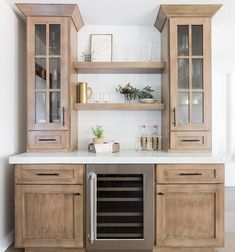 Modern And Trendy Kitchen Cabinets Ideas And Design Tips – Home Dcorz Updated Kitchen, New Kitchen, Kitchen Dining, Kitchen Decor, Kitchen Counters, Kitchen Ideas, Dining Room, Kitchen Buffet Cabinet, Kitchen Wet Bar