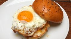 Hamburger con uovo fritto e pancetta, hamburger americano con uovo, ricetta
