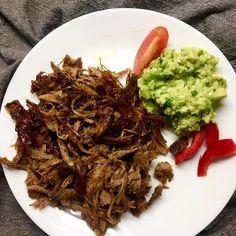 Pulled turkey (tex-mex seasoning with coffee), guacamole, red bell pepper, tomato / Trhané krůtí maso (ochucené tex-mex směsí koření s kávou), guacamole, červená paprika, rajče Pulled Turkey, Pulled Pork, Korn, Tex Mex, Guacamole, Poultry, Ethnic Recipes, Shredded Pork, Backyard Chickens