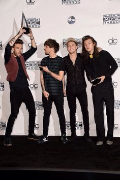 Imagem de one direction, liam payne, and niall horan Four One Direction, One Direction Pictures, One Direction Awards, Direction Quotes, Nicole Scherzinger, Larry Stylinson, Liam Payne, Fangirl, X Factor