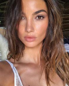 Fall 2017 Makeup Trends - Dewy Skin, Lip Gloss