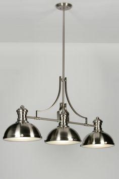 Artikel 71949.Grote 3-lichts hanglamp. Dit model hanglamp heeft een subtiele, klassieke vormgeving. De hanglamp is gemaakt van staal en wordt aan de onderzijde afgedekt met matte glazen.Geschikt voor: 3x max. 40 watt E27 230V gloeilamp of energie-zuinig (excl.) http://www.rietveldlicht.nl/artikel/hanglamp-71949-klassiek-retro-industrie-look-glas-mat_glas-staal_-_rvs-langwerpig