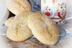 Esistono diverse versione dei classici biscotti savoiardi;questa mi è stata data da una cara vecchietta,mia vicina di casa;lei è di Lentini ( SR ) e questa è la ricetta tipica che usano fare li al suo paese.