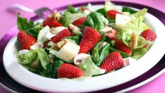 Need dinner in a hurry? Pair a delicious pizza with this Summer Berry Salad topped with Fresh Raspberry Vinaigrette! Quick, easy & your family will love it! Top Recipes, Easy Dinner Recipes, Cooking Recipes, Salad Recipes, Atkins Recipes, Summer Recipes, Delicious Recipes, Recipies, Desserts Rafraîchissants