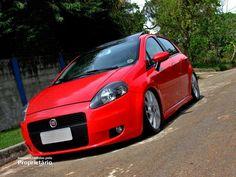 """Fiat Punto vermelho rebaixado, suspensão a ar, rodas T-Jet aro 17"""" - Dropped red Fiat Punto with air suspension and 17"""" T-Jet model rims"""