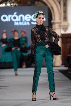 Aranega - We Love Flamenco 2018 - Sevilla Jean Outfits, Dress Outfits, Spain Fashion, Tribal Dress, Folk Costume, Festival Wear, Traditional Dresses, Dance Wear, Corset