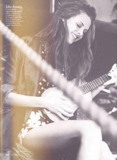 Kristen Stewart -- elle sourie!!!