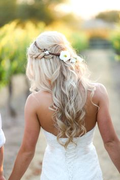 Long, wavy wedding hair: http://www.stylemepretty.com/little-black-book-blog/2014/09/30/romantic-paso-robles-winery-wedding/ | Photography: B. Schwartz - http://bschwartzphotography.com/