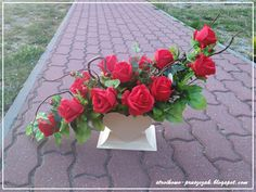 Wstawiam trochę starszych i nowych zdjęć kompozycji nagrobnych:                                                                            ... Basket Flower Arrangements, Beautiful Flower Arrangements, Floral Arrangements, Beautiful Flowers, Black Flowers, Fresh Flowers, Deco Floral, Floral Design, Hungry Caterpillar Party