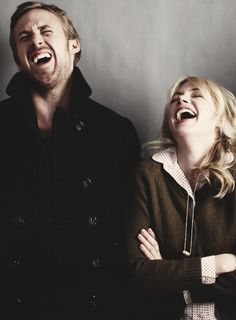 Laughter by Ryan Gosling and Michelle Williams Michelle Williams, Ryan Gosling, Pretty People, Beautiful People, Beautiful Men, Hollywood, Celebrity Gallery, Happy People, Movies