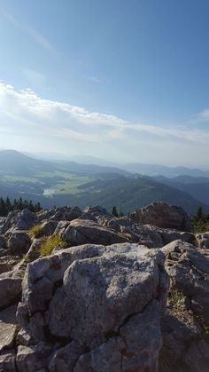 Beim Wandern werden Sie von diesem wunderschönen Ausblick begleitet. #kleinhofershimbeernest #kleinhofers #himbeernest #urlaubambauernhof Mountains, Nature, Travel, Environment, Raspberries, Hiking, Round Round, Nice Asses, Naturaleza