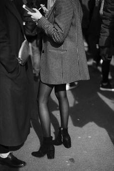 On the Street…Details, Paris (The Sartorialist)- On the Street…Details, Paris (The Sartorialist) Urban // Minimalist // Street // Details // Paris // Style // Beauty // Women& Fashion // Moda - The Sartorialist, Fashion Moda, Look Fashion, Paris Fashion, Womens Fashion, Travel Fashion, Fashion Fall, Travel Style, Trendy Fashion