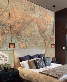 This #MuralMonday we're featuring one of our latest murals Retro World Map! Use it to create a calm bedroom retreat with rich colours and tones.